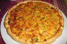 1 pâte feuilletée 1/2 courgette 1 oignon 1 carotte 1 tomate 2 petites pommes de terre 10 cl de crème fraîche liquide 1 œuf gruyère sel, poivre curry Étalez la pâte feuilletée dans un plat à tarte e…