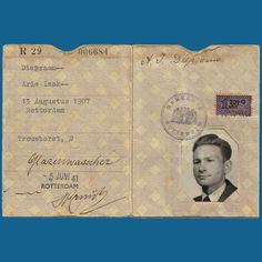 dit is paspoort van iemand die in de oorlog heeft geleefd