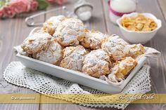 Rose del deserto con gocce di cioccolato dei biscotti ai corn flakes belli da vedere, golosi e facili da preparare. Ricetta facile e veloce vanno a ruba
