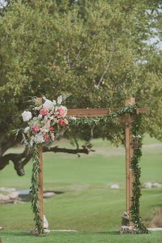 Tonnelle bois et fleurs, très simple, sans drapé