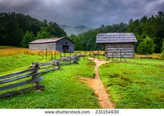 From touring a Gatlinburg moonshine distillery to exploring Cades Cove, Visit My Smokies reveals the top free things to do in Gatlinburg TN. Gatlinburg Hotels, Gatlinburg Tn, Gatlinburg Moonshine, Mountain Pictures, Barn Pictures, Viewing Wildlife, Tennessee Vacation, Smoky Mountain National Park, Cades Cove