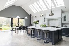 Real Kitchens from 1909 kitchens - high quality kitchens with a quintessentially British feel. Open Plan Kitchen Dining Living, Real Kitchen, Living Room Kitchen, Living Rooms, Long Kitchen, Stylish Kitchen, Country Kitchen, Küchen Design, Interior Design