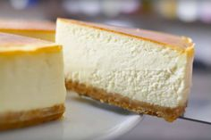 Cheesecake is one of those top 10 desserts that everyone loves, but nobody ever wants to make it. It's too difficult and it may crack, it has to be baked in Cheesecake Recipe Heavy Cream, Cheesecake Recipes, Dessert Recipes, Pie Cake, No Bake Cake, Food Cakes, Cupcake Cakes, Top 10 Desserts, Cake Cookies