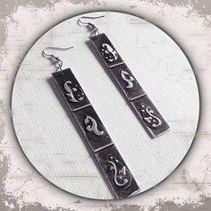 lange rechteckige Ohrringe aus Metall in silber/schwarz mit Prägung --- long rectangular metal earrings in silver / black with embossing -- Handmade