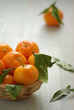 Tangerine has a sweet, slightly floral scent.  Use it to evoke a feeling of happiness :) MANDARINAS