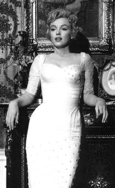 Google Image Result for http://upload.wikimedia.org/wikipedia/commons/a/a4/Marilyn_Monroe,_The_Prince_and_the_Showgirl,_2.jpg