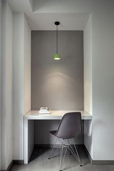 Grey minimalist office green lamp modern-interior-design-ideas home office ideas 20 Minimalist Office, Minimalist Interior, Minimalist House, Minimalist Design, Office Nook, Office Decor, Office Ideas, Office Workspace, Home Office Design