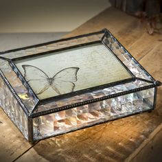 Like all of our art glass photo boxes, this J. Devlin photo box combines form and function. Perfect for any desk, coffee table, or shelf, this keepsake box has a more contemporary styling than many of our others.