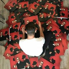 Theo signing  5000 DESIRE vinyls and CDs.