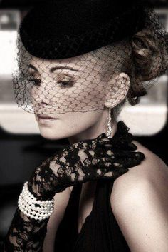 Blonde femme Fatale with black birdcage veil and lace gloves Mode Shoes, Beauty And Fashion, Fashion Glamour, Fashion Fall, Style Fashion, Lace Gloves, Love Hat, Mode Vintage, Vintage Style