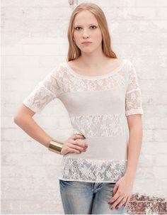Camiseta blanca de encaje de Stradivarius.. + Info. http://www.deli-cious.es/index.php/belleza/614-camiseta-franjas-blonda-blanca-stradivarius