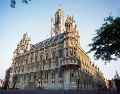 Town Hall Middelburg, the best city of Zeeland (the Netherlands) Town Hall, Best Cities, Barcelona Cathedral, Netherlands, Travel Photography, Beautiful Places, Castle, City, Building