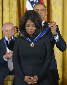 President Barack Obama presents Oprah with the Presidential Medal of Freedom on November during a ceremony in the East Room of the White House. The medal is the country's highest civilian honor. Oprah Winfrey, Michelle Obama, Black Presidents, American Presidents, Joe Biden, Durham, Vieux Couples, Mississippi, Barack Obama Family
