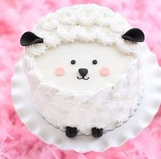 Sweet Sheep Cake with Adorable Little Features Pretty Cakes, Cute Cakes, Fun Cupcakes, Cupcake Cakes, Cake Pops, Eid Cake, Sheep Cake, Lamb Cake, Animal Cakes