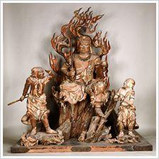 不動明王二童子立像-fudoumyouounidouziryuuzou- (acala naatha) One of Buddha. 不動明王 lives in the world of the flame called 火生三昧(kashouzanmai). 明王 has a sword in the right hand and has 羂索 (kensaku) in the left hand. 東大寺(toudaiji)