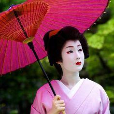 芸妓さんと舞妓さんのブログ Stuning geiko Kyouka of Gion Kobu (now retired) by @tatcha on Instagram