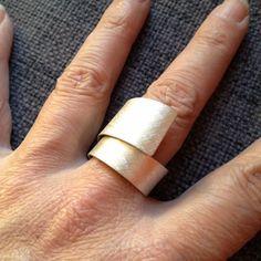 Design Ring. Silber 925. Unterschiedliche Oberflächenstrukturen möglich. Grössenverstellbar.