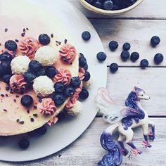#blueberry #vanilla #butter cream #cake inspired by a pegasus abducted you to a secret place 🦄 der kleine pegasus inspierierte meine vanille blaubeer buttercreme torte und entführt dich an einen geheimen ort....contact per mail for the recipe #nika glow #lettering #bang food #healthy #fresh #lifestyle #fun #yoga food #veg #trend #foodporn #foodart #yummie #hand lettering #foodlover #tasty #luzern #zurich #schweiz #restaurant  #foodpics #foodphotographie #foodblog #foodblogger #foodart…