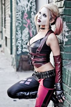 Not every girl can pull off a Harley Quinn cosplay, but these babes do it best. Here are 20 sexy women who totally nailed their Harley Quinn costumes. Harley Quinn Cosplay, Joker And Harley Quinn, Harley Costume, Joker Costume, Joker Cosplay, Costume Makeup, Cosplay Anime, Cosplay Girls, Amazing Cosplay
