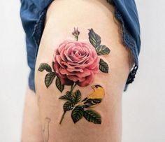 Este scarlet rose tattoo http://tatuagens247.blogspot.com/2016/11/50-magnifica-rosa-tatuagens.html