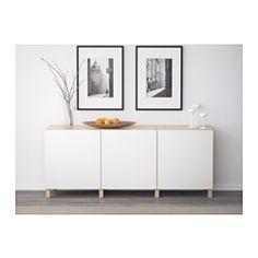 IKEA - BESTÅ, Aufbewahrung mit Türen, Eicheneffekt weiß lasiert/Selsviken Hochglanz/weiß, , Wähle zwischen Schnapp- und Druckbeschlägen. Druckbeschläge öffnen Türen auf leichten Druck. Schnappbeschläge sorgen für langsames, geräuschloses Schließen.Mit Beinen stehen BESTÅ Kombinationen höher, wirken offener, leichter und der Bereich darunter ist einfacher sauber zu halten.Versetzbare Böden für bedarfsangepasste Aufbewahrung.