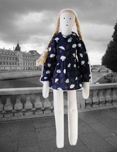 poupée en lin ancien Bertille lestoilesblanches.com