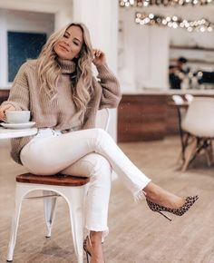 Winter Fashion Outfits, Fall Winter Outfits, Look Fashion, Autumn Winter Fashion, Stylish Winter Outfits, Casual Dress Winter, Casual Winter Style, Petite Fashion, White Jeans Winter Outfit