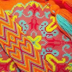#Eliwayuubags #Arte #tradición & #color #Mochila #Wayuu #orange #wayuubags #wayúu #gift #summer #trends #ethnic #craft #etsy #perfect #handmade #crochet #fashion #art #love #adiction #design #hippie #entrepreneur #photooftheday #internationalshipping Whatsapp: +573006388348 Finger Weaving, Tapestry Crochet, Textiles, Band, Diy And Crafts, Crochet Fashion, Summer Trends, Kids Rugs, Orange