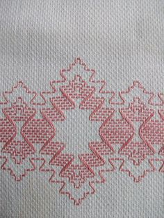 VINTAGE COTTON HUCK TOWEL ~ SWEDISH WEAVING EMBROIDERY ~ PINK DESIGN