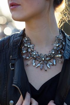 OUTFIT: Sunset // Statement Kette Zara // Paris Flair Streetstyle // www.thegoldenkitz.de