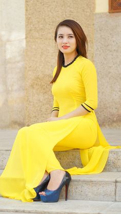 hot girl in yellow leggings and kameez salwar shalwar pakistani for women ladies girls indian wedding kurtas churidar Vietnamese Traditional Dress, Vietnamese Dress, Pakistani Dresses Casual, Pakistani Dress Design, Stylish Dresses, Fashion Dresses, Women's Fashion, Ao Dai, Yellow Leggings