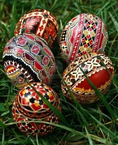 How to say Happy Easter in Romanian: Paste Fericit :) Ukrainian Easter Eggs, Ukrainian Art, Orthodox Easter, Easter Traditions, Faberge Eggs, Coloring Easter Eggs, Egg Art, Egg Decorating, Easter Crafts