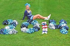 Senior picture idea-- cheer bows spell out the year! Football Cheer, Cheer Camp, Cheer Coaches, Cheer Stunts, Cheer Dance, Cheerleading Stunting, Football Girls, Cheerleading Senior Pictures, Cheer Team Pictures