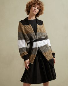 Stylish cardigans and lightweight sweaters for women in colorful cotton yarn, linen and silk. Discover Brunello Cucinelli collection on the online boutique. Knitwear Fashion, Knit Fashion, Fashion Photo, Knit Jacket, Knit Shirt, Striped Knit, Brunello Cucinelli, Comfortable Fashion, Style Guides