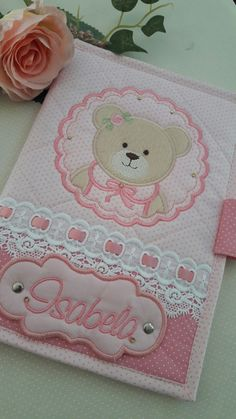 Encomendas pelo watzap 1998297-1303 Baby Embroidery, Applique Embroidery Designs, Machine Embroidery Patterns, Cross Stitch Embroidery, Baby Sheets, Baby Bedding Sets, Bed Cover Design, Sewing Appliques, Baby Nursery Decor