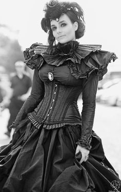 Steampunk - I would LOVE to make a dress like this!!