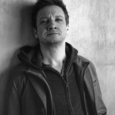 Jeremy Renner - http://crewup.co : One hell of an actor!