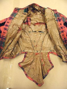 """plaid silk body with single-pointed front, etc. Lining is described as """"glazed linen,"""" but there are other description errors in this source so take with a grain of salt. Historical Costume, Historical Clothing, Victorian Fashion, Vintage Fashion, Civil War Fashion, Civil War Dress, Period Outfit, Antique Clothing, Fashion History"""
