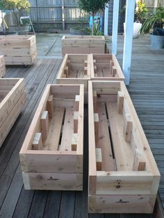 Wood projects that make money: Small and easy to build and to … - Easy Diy Garden Projects Wood Projects That Sell, Easy Wood Projects, Garden Projects, Pallet Projects, Money Making Wood Projects, Pallet Ideas, Wooden Garden Planters, Deck Planter Boxes, Flower Boxes Deck