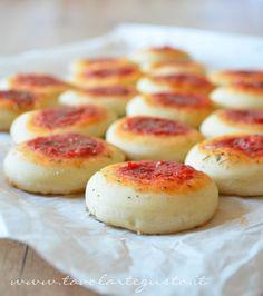 Pizzette da buffet - Ricetta Pizzette da buffet Tavolartegusto - Tavolartegusto.it (aggiunto 1 cucchiaio zucchero)