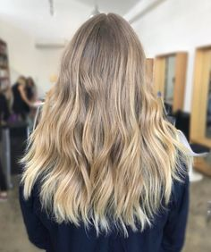 T E X T U R E  We love this loose tousled texture by @danae_edwardsandco created on @michaelkellycolourist's hand painted lived-in #blonde! A bespoke hair colour like this is low maintenance & grows out beautifully#edwardsandco #edwardsandcoalexandria