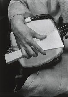 Japanese instrument, Shamisen 三味線: photo by DOMON Ken