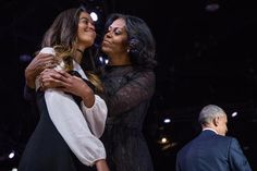 Obama Forever - The 25 Most Touching Photos From President Obama's Farewell Speech