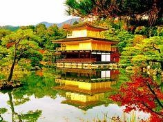 """毎年8月16日に行われている京都の夏の風物詩「五山送り」が、今年も2016年8月16日(火)に開催決定!夏の夜空にぼんやりと浮かぶ""""大""""の文字は、今では京都の夏を象徴するものとなっています。今回は、そんな""""大文字の送り火""""の魅力をたっぷりとご紹介します。"""