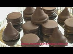 Conitos fudge and Alfajorcitos Chocolate - Cakes Recipes NOW! Cute Desserts, No Bake Desserts, Delicious Desserts, Chocolat Recipe, Homemade Sweets, Food Obsession, Pastry And Bakery, Cake Servings, Food Now