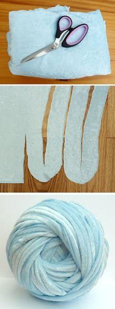 Hoe je super dik garen voor extreme breien te maken uit een blad van velours, of enige andere jersey.  #extreme #knitting #yarn | Zie meer over Extreme breien, garen en Velvet.