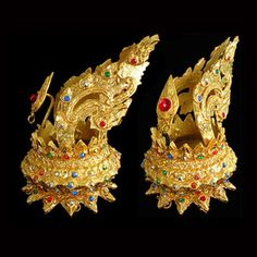 Disco thai in gold leggings