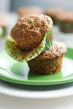 Make these tasty zucchini muffins for your next brunch! Moist and flavorful, and vegan, too! #vegan #zucchini