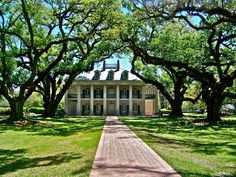 If I could build a house like this I would live there forever!! Love the old Southern Plantation Houses!!