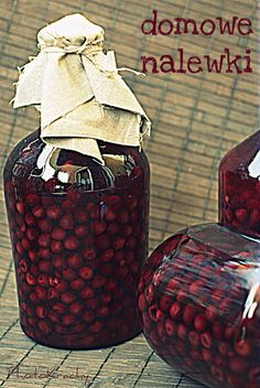 It krachym bottom: cherry liqueur via Sandra Angelozzi Cherry Liqueur, Homemade Wine, Irish Cream, Wine And Spirits, Pantry, Food And Drink, Drinks, Cooking, Liqueurs